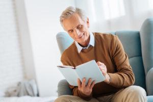 Sessel mit Aufstehhilfe für Senioren